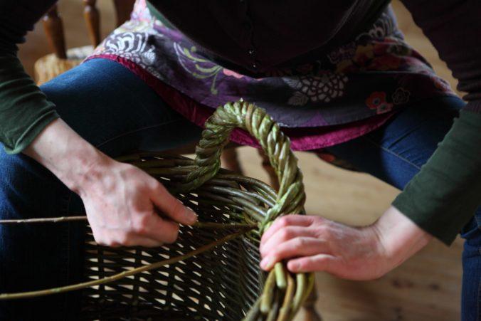Weaving in action by Hanna Van Aelst